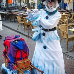 Sneeuwpop speelt dwarsfluit