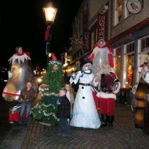 Muzikale Sneeuwpop voor kerstmarkt inhuren