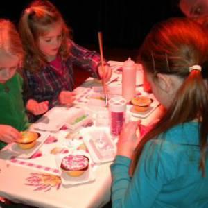 Cupcakes versieren Kids Workshop huren of boeken