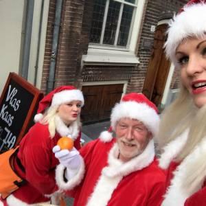 Het Te Gekke Kerst Team - 3 personen boeken of inhuren?