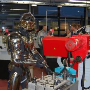 Robotact Mr. Universe the Robotman boeken of inhuren?