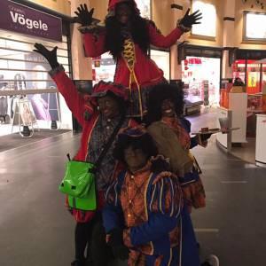 Het Te Gekke Zwarte Pieten Team - 4 Zwarte Pieten inhuren?