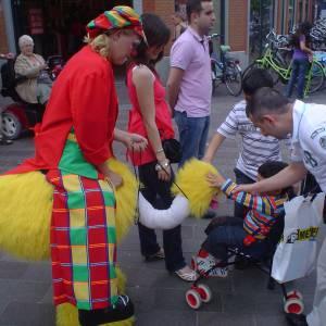 Gerritje Grijpgraag en Clown Dompie huren