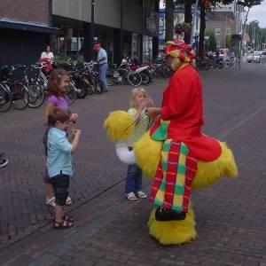 Gerritje Grijpgraag en Clown Dompie inhuren