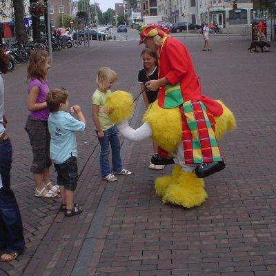 Foto van Gerritje Grijpgraag en Clown Dompie | Looppop.nl
