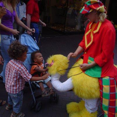 Gerritje Grijpgraag en Dompie de Clown inhuren
