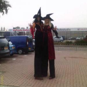 2 Steltlopers - Heksen - Halloween boeken?
