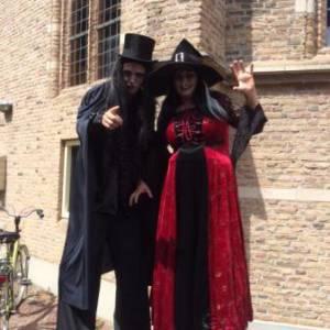 Halloween - 2 Steltlopende Heksen inzetten?