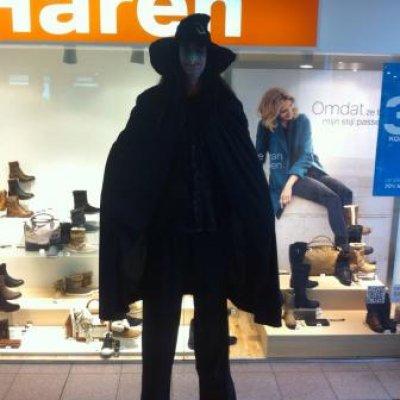 Fotoalbum van 2 Steltlopers - Heksen - Halloween | Attractiepret.nl