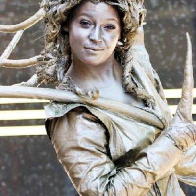 Fotoalbum van Steltloop Act - Gold Queen | Attractiepret.nl