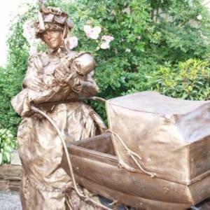 Levend Standbeeld - Moeders Trots inzetten?