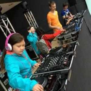 DJ School on Tour -  DJ Workshop voor kinderen boeken?