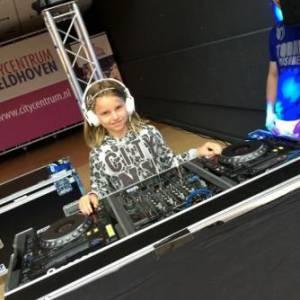 DJ School on Tour -  DJ Workshop voor kinderen inhuren?