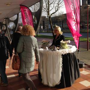 Mobiele act Walking Table - Serveerster boeken