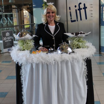 Foto van Walking Table - Serveerster | Kindershows.nl