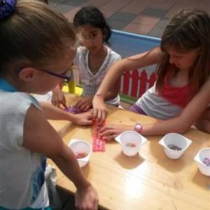 Workshop Elastieken Armbandjes maken inhuren