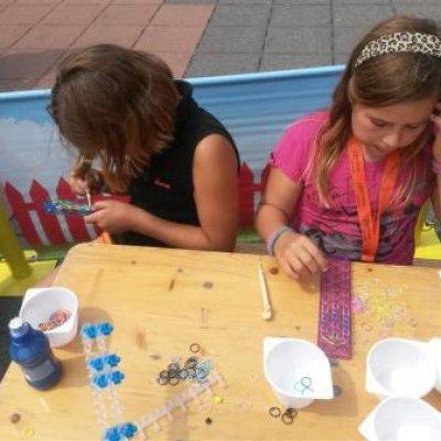 Foto van Kids Workshop Elastieken Armbandjes maken | Kindershows.nl