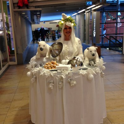 Foto van Walking Table - Winter Koningin | Artiestenbureau SintenKerst.nl
