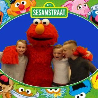 Foto van Op de foto met Tommie uit Sesamstraat | Looppop.nl