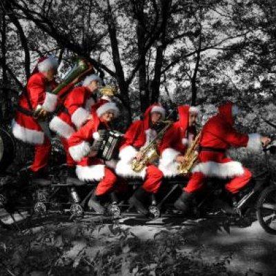 Foto van Kerstmannen Fiets Orkest | Sint en Kerst