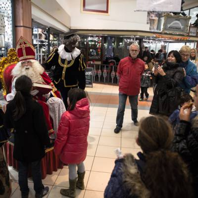 Foto van Bezoek Sinterklaas - Sinterklaas en 2 Zwarte Pieten | Attractiepret.nl