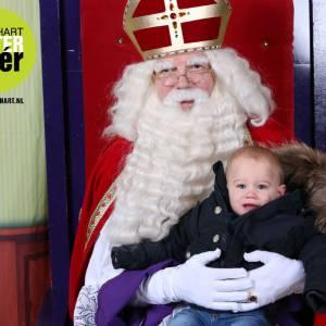 Op de foto met Sinterklaas boeken