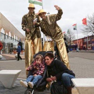 Foto van 2 Steltlopers - Chique Goud | Attractiepret.nl