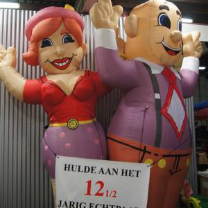 Foto van Opblaasbare Feestende Abraham - 4 meter   Partyspecialist.nl