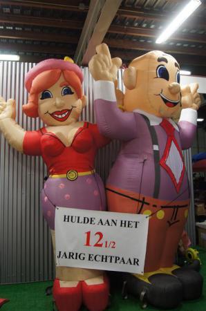 Fotoalbum van Opblaasbare Feestende Abraham - 4 meter | SintenKerst.nl