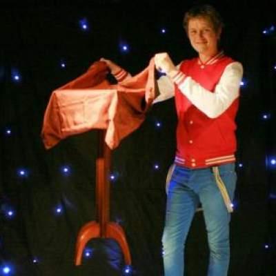 Foto van Goochelaar Michel - De Magische Sinterklaasshow | Goochelshows.nl
