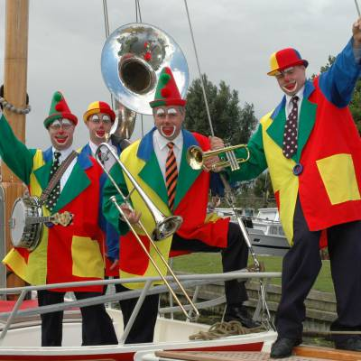 Swinging Dixieband - Clowns inhuren?