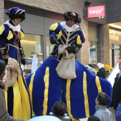 Fotoalbum van De Dikke & de Dunne Piet - Steltloopact | Sinterklaasshow.nl