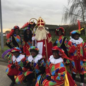 Sinterklaas met 8 Pieten inhuren