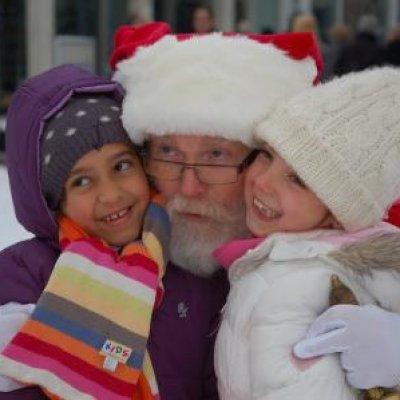 Inhuren van Rondlopende Kerstman met Kerstkransjes