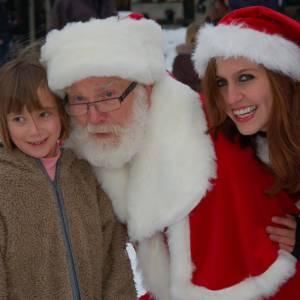 Kerstman en Kerstvrouwtje delen Kerstkransjes uit boeken?