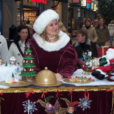 Miss Mable Kerst Table inhuren?