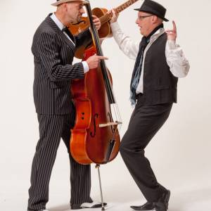 Muzikaal duo The Great Borrelnootjes boeken