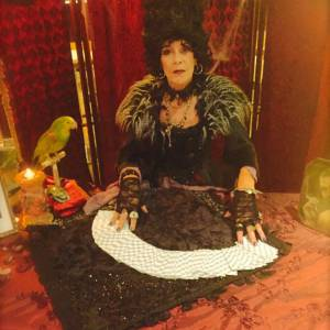 Creepy Tarotbar Halloween boeken of inhuren?