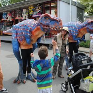Dinosaurus Duo - Straattheater Act boeken of inhuren