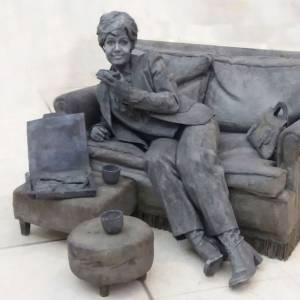 Levend Standbeeld - De Dame op de Bank boeken of inhuren?
