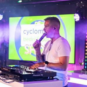 DJ van de bedrijfsborrelshow