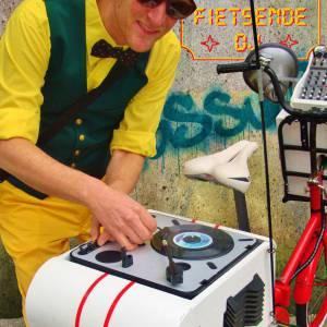 De Fietsende DJ inhuren