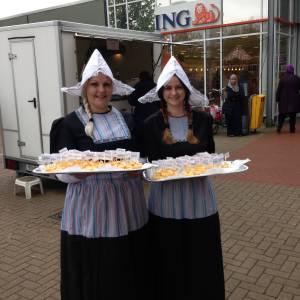 2 Oud-Hollandse Kaasmeisjes boeken of huren