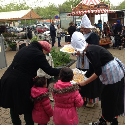 2 Oud-Hollandse Kaasmeisjes huren