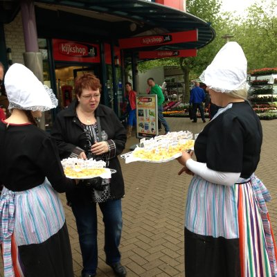 2 Oud-Hollandse Kaasmeisjes inhuren