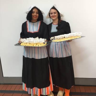 Oud-Hollandse Kaasmeisjes inhuren