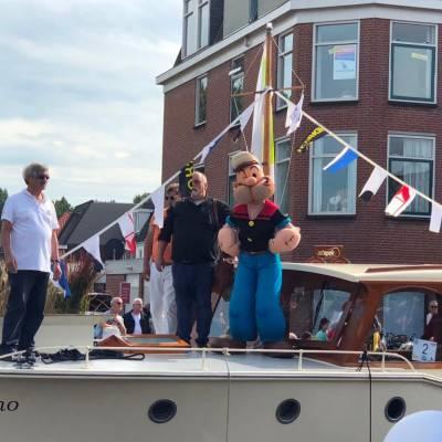 Popeye tijdens Kids Heroes Cruise op de boot