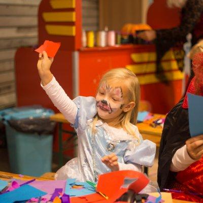 Foto van Kids Workshop - Toverstokjes Maken | Kindershows.nl