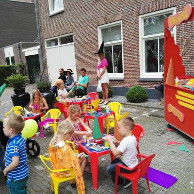 Fotoalbum van Kris Kras Heksen puntmutsen terras | Attractiepret.nl