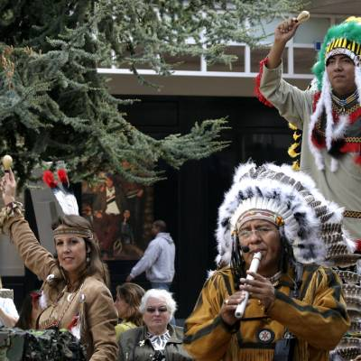 Los del Sol - Apache Indianen mobiele act boeken?